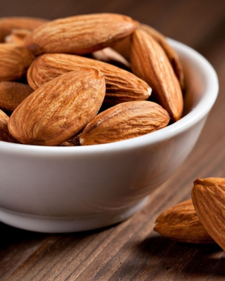 Almonds sfondi gratuiti per iPhone 6 Plus