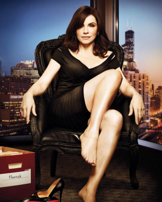Julianna Margulies as Alicia Florrick in The Good Wife - Obrázkek zdarma pro 320x480