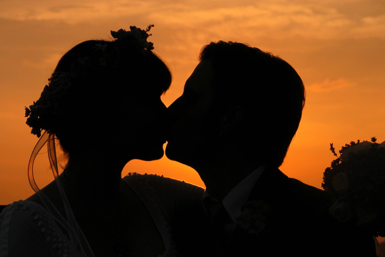 Картинка поцелуев влюбленных