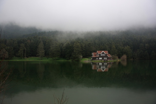 House On Lake In Turkey sfondi gratuiti per Samsung I909 Galaxy S
