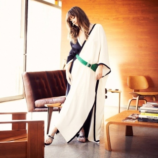 Olivia Wilde in Kimono Wallpaper for LG KP105