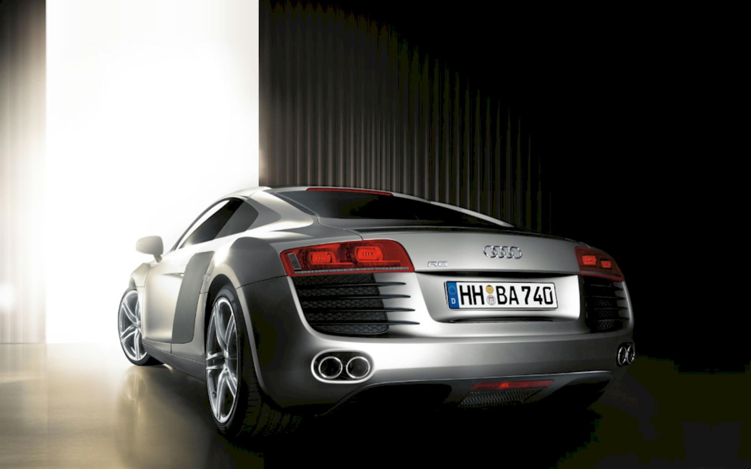 Audi в заброшенном ангаре бесплатно