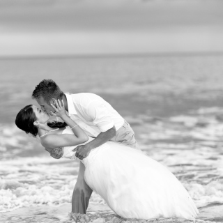 Wedding Kiss Black And White - Fondos de pantalla gratis para 1024x1024