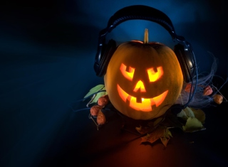 Kostenloses Pumpkin In Headphones Wallpaper für Android, iPhone und iPad