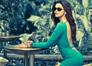 Free Deepika Padukone Vogue Eyewear Picture for Android, iPhone and iPad