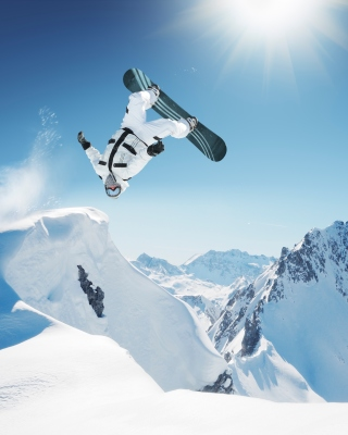 Extreme Snowboarding HD Background for Nokia C2-05
