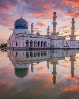 Kota Kinabalu City Mosque Wallpaper for 240x320