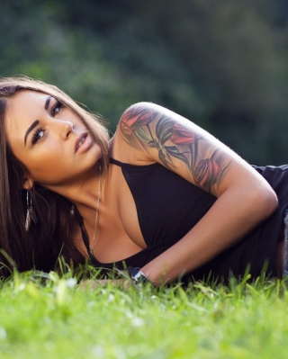 Model With Tattoo - Fondos de pantalla gratis para 320x480