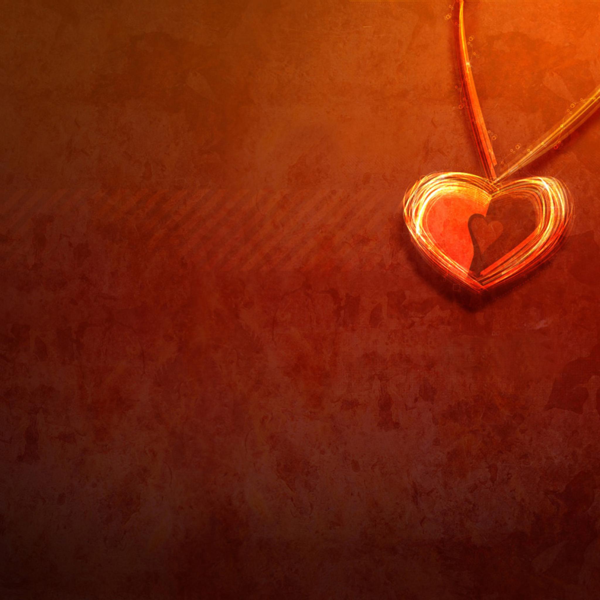 Девушка с омулетом в виде сердца без смс
