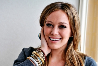 Hillary Duff Smiling Background for Android, iPhone and iPad