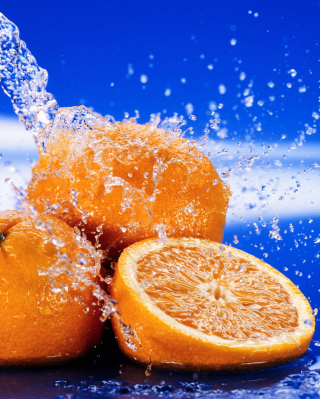 Kostenloses Juicy Oranges In Water Drops Wallpaper für Nokia Lumia 925