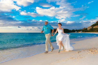 Happy newlyweds at sea Wallpaper for Android, iPhone and iPad