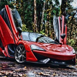 Free McLaren 570S Picture for iPad