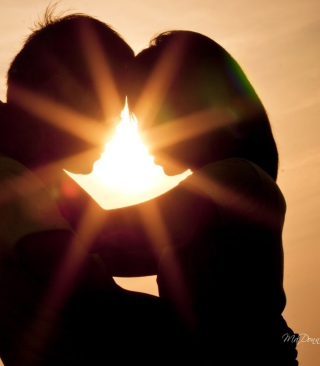 Free Love Shines Kiss Picture for Nokia Asha 306