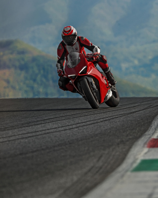 Free Ducati Panigale V4 2018 Sport Bike Picture for Nokia C-5 5MP