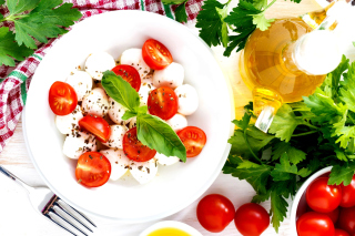 Salat, basil, parsley, mozzarella, tomatoes Picture for Desktop 1280x720 HDTV