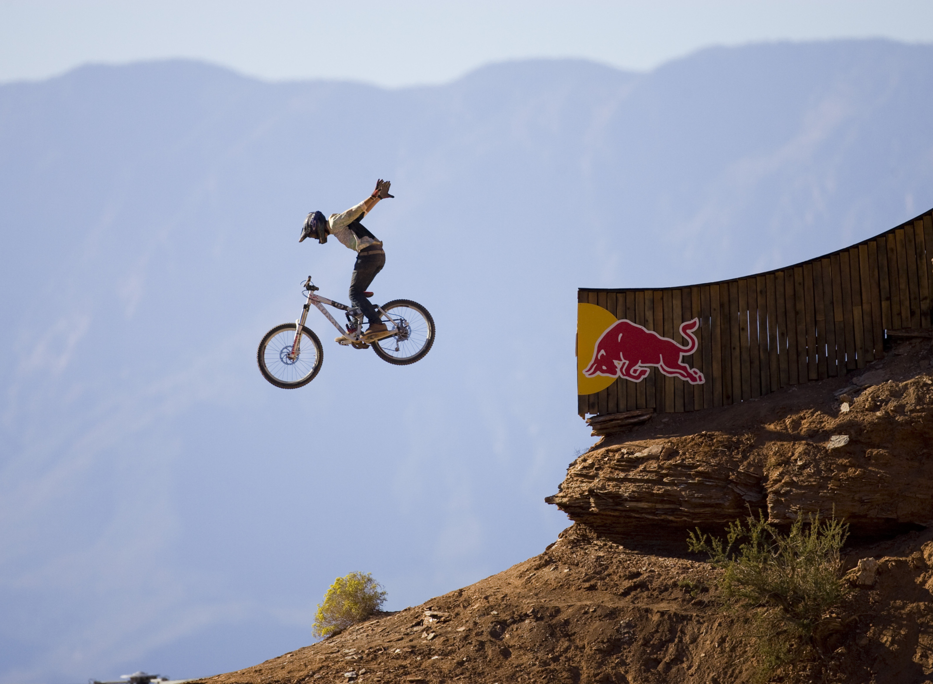 Screenshot №1 pro téma Red Bull Extreme Bicyclist 1920x1408