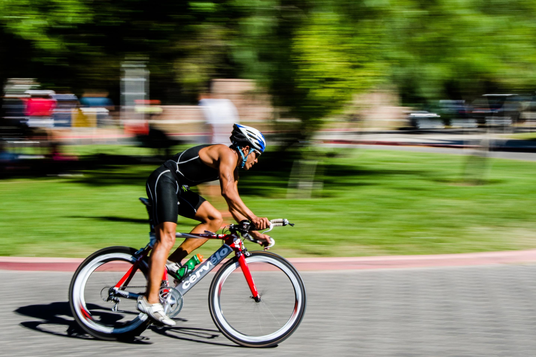 картинка спорт с велосипедами