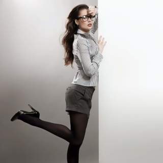 Kostenloses Beautiful secretary girl in office clothes Wallpaper für iPad 3