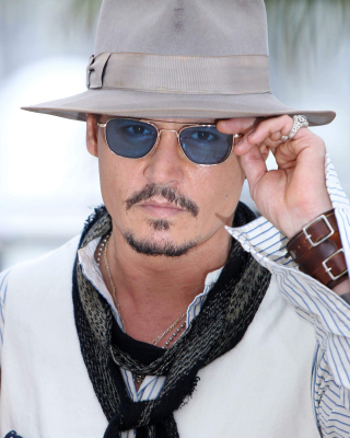 Johnny Depp and Penelope Cruz sfondi gratuiti per Nokia C2-02